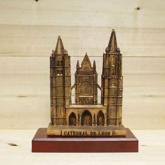 Catedral de Le? sobre peana...
